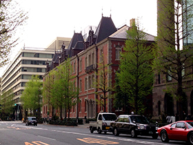 東京駅中 11 東京駅によく似た煉瓦の建物.jpg