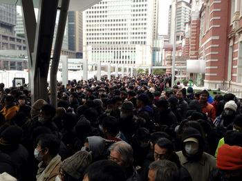 東京駅前の通路が通れなくなっている!.jpg