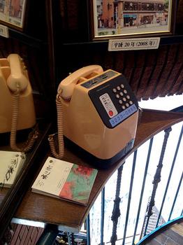 神保町ランチョン01 ピンク電話.jpg